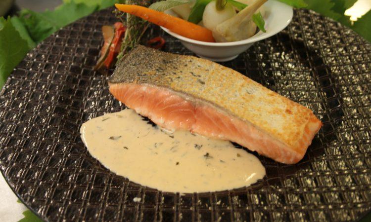 Mi - cuit de saumon avec ses légumes estivaux et Champagne millesime Louise Brison
